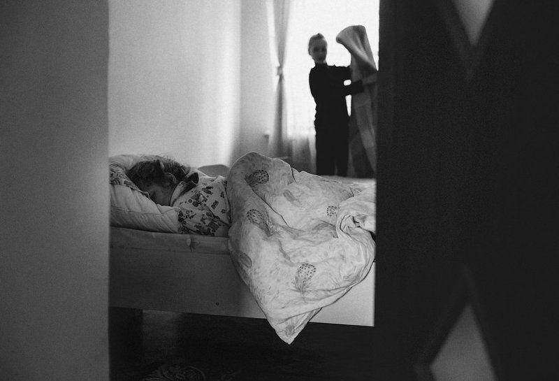 дети,семья,интернат,черно-белое киноphoto preview