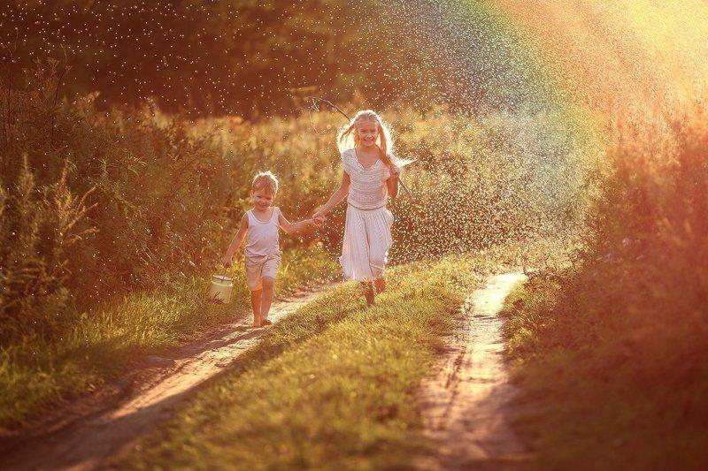 деревня, дети, дождь, дорога, закат, лето, лопухи, радуга, рыбаки, слепой дождь, солнце, счастье, эмоции, радуга Летний дождьphoto preview