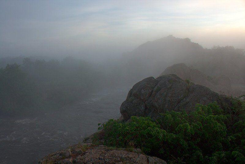 Река. Утро. Туман. Скалы. Скалы Gipanisa.photo preview