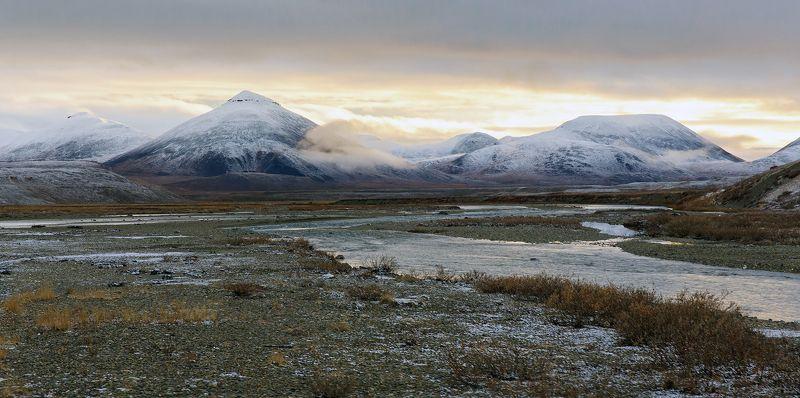 чукотка., россия., пейзаж., природа., осень., сопки., снег., речка., небо., облака. Осень однако...photo preview