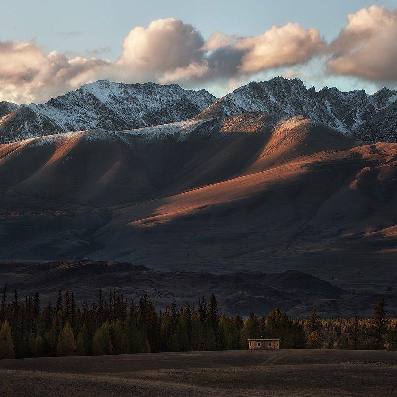 Алтай, Горы, Отшельник Дом отшельникаphoto preview