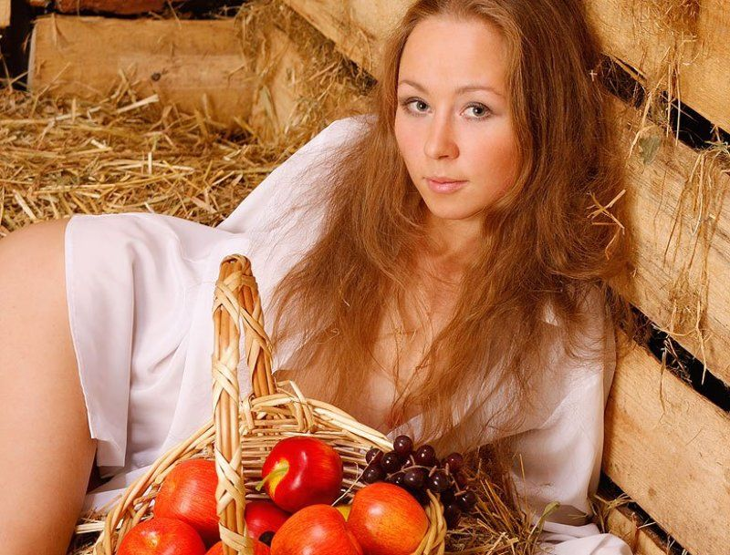сено,солома,яблоки,девушка ***photo preview