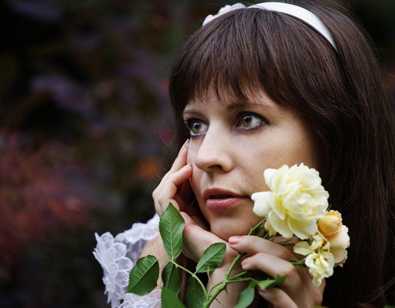 девушка, взгляд, розы, сад Тогда цвели розы...photo preview