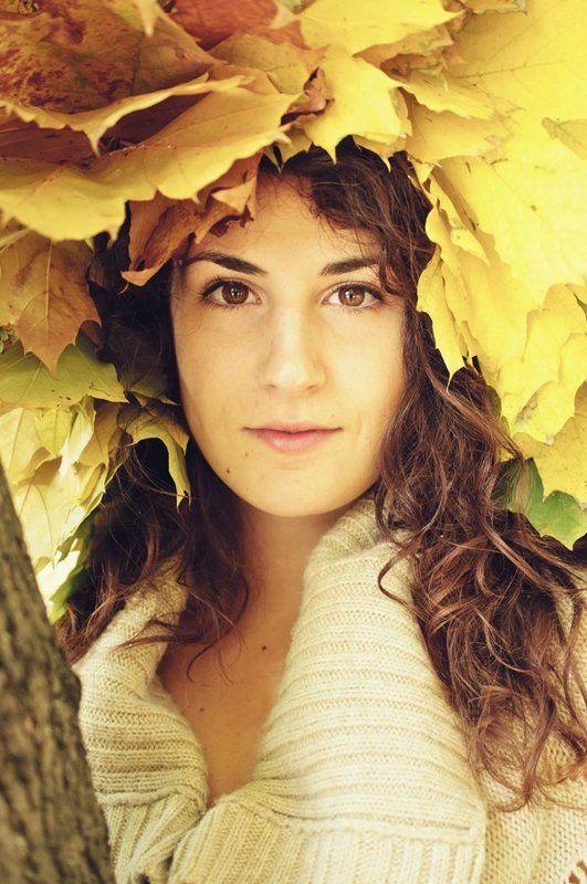 Осенняя девушкаphoto preview