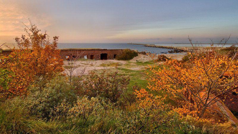 Балтийск, Балтийск Коса Балтийская Коса, Балтика, Море Осенняя буря шутя разметалаphoto preview