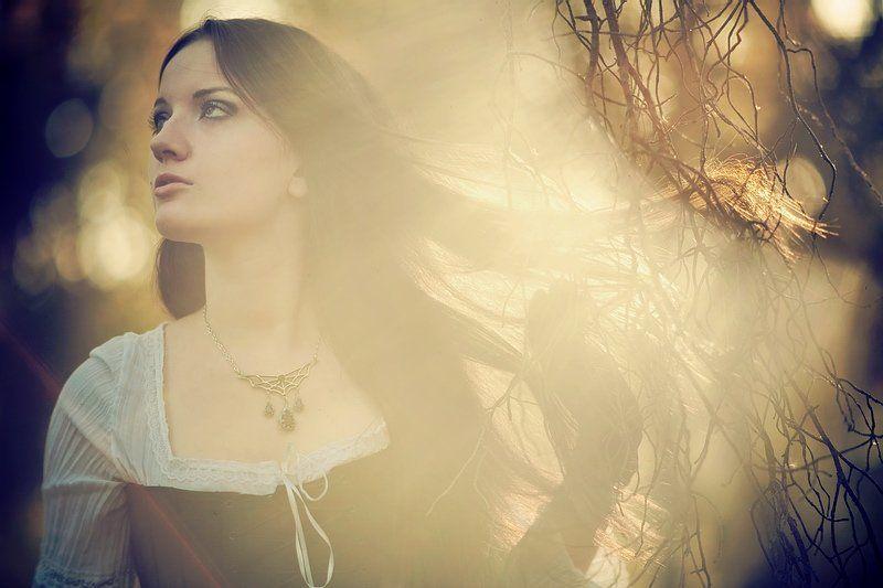девушка, портрет, свет, ветка, сказка, осень Слушай осень...photo preview