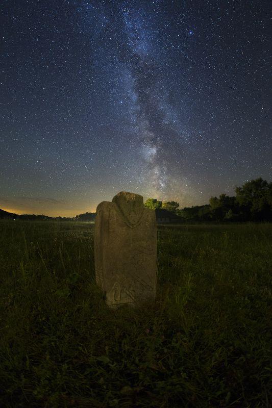 ночь , звезды, Млечный путь, идол, август, Скифский идол 2-3 век н.эphoto preview