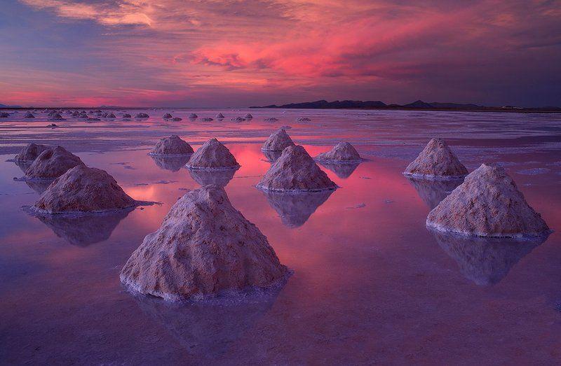 Altiplano, Bolivia, Salar de Uyuni, Salt Flat Salt pyramidsphoto preview