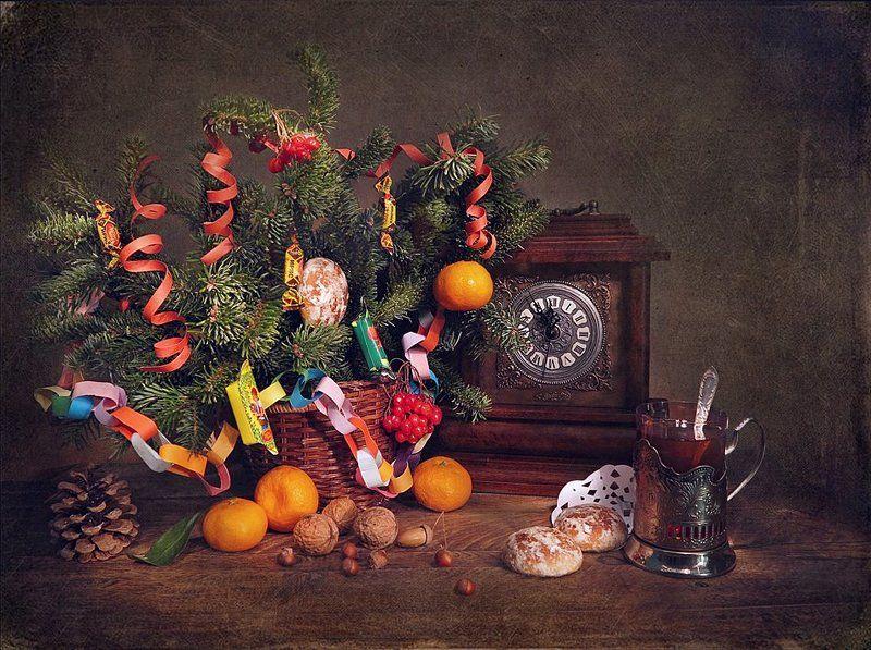 елка, мандарины, часы С Наступающим Новым Годом!photo preview
