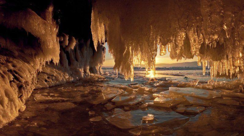 байкал, лёд, грот, сосульки, закат, харанцы Ледяные гроты острова Харанцыphoto preview