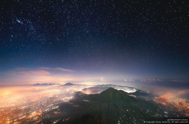 indonesia, bali, volcano, mountain, night, stars, city, travel, landscape, hills, batur, agung, hiking, asia, city, island,  индонезия, бали, батур, агунг. горы, вулкан, ночь, звезды, пейзаж, азия, город, остров Спящий Вулканphoto preview