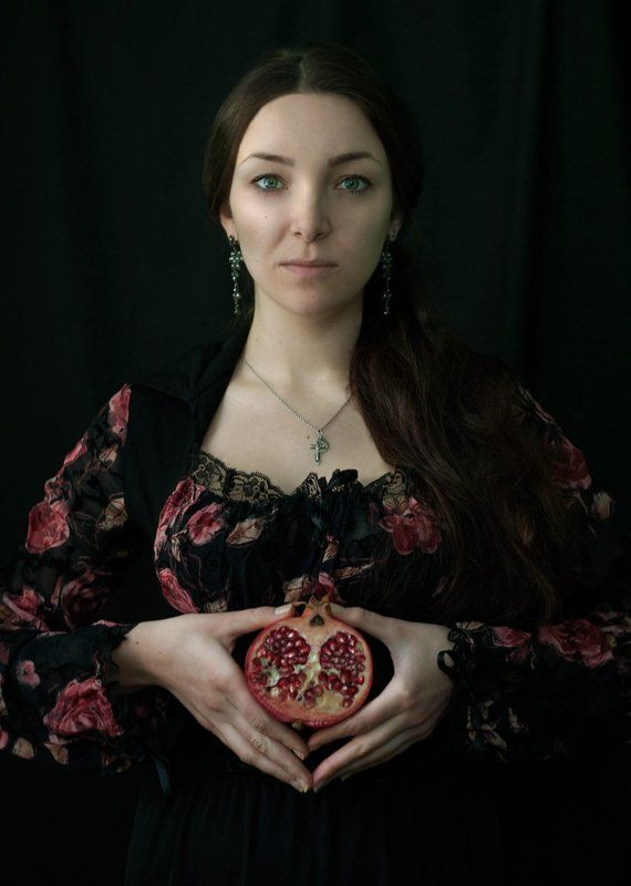 портрет, гранат, portrait, pomegranate Девушка с гранатомphoto preview