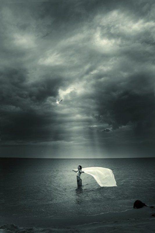 море, девушка Ветер переменphoto preview