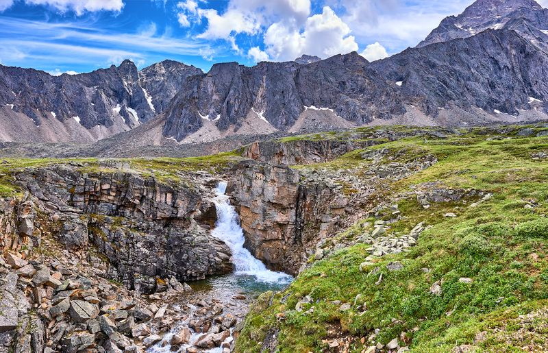 Водопад в горной тундреphoto preview