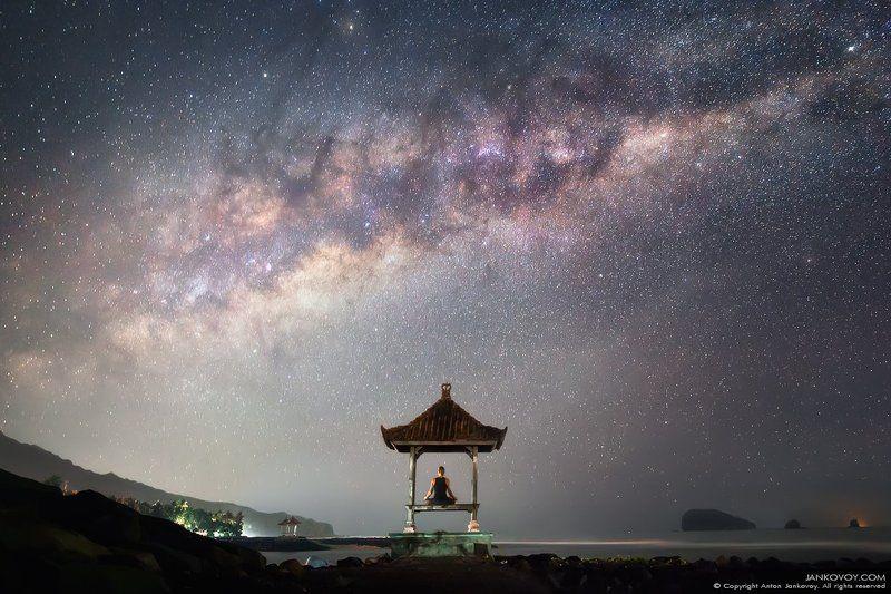 индонезия, бали, море, беседка, йога, медитация, ночь, млечный путь, океан, азия, спокойствие, гармония, вселенная, силуэт, человек, галактика, звезды, ночное небо, остров, тишина, В центре циклонаphoto preview
