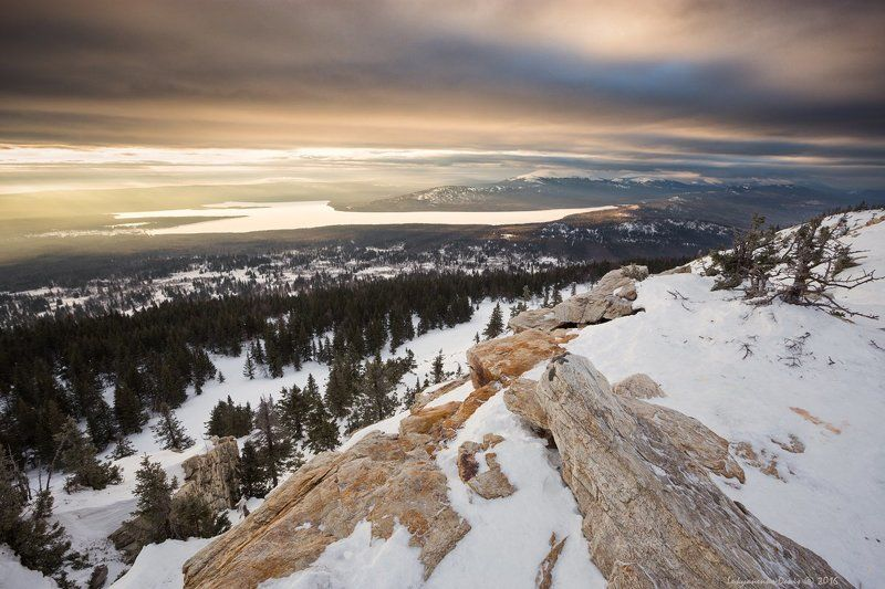 2016, зима, урал, горы, озеро, рассвет, утро, снег, свет, небо, облака, деревья, лес Золото Зюраткуляphoto preview