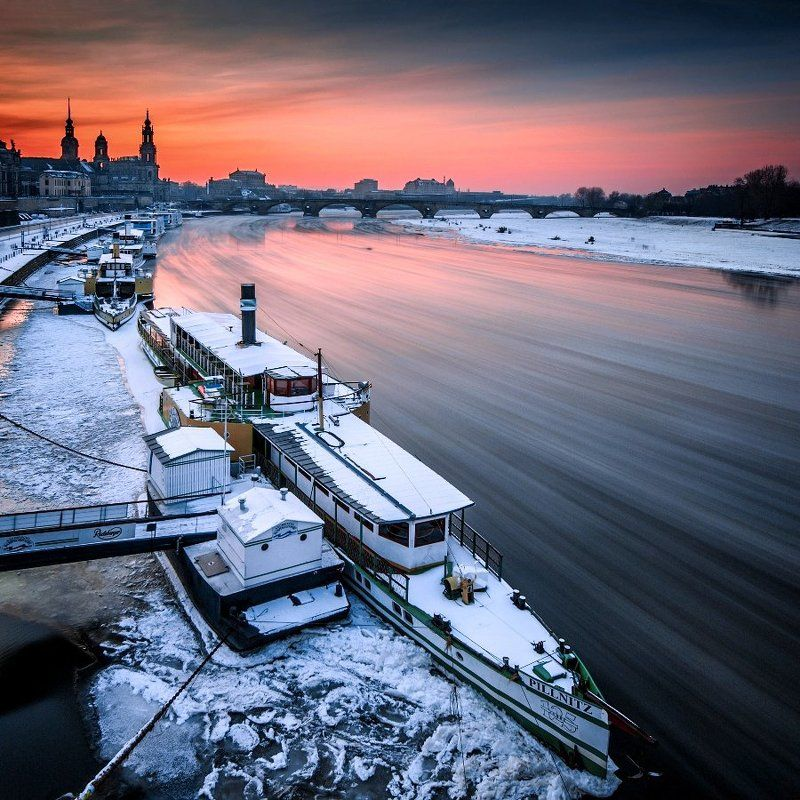 Germany, Elbe, frozen, beautiful place, travel, city, clouds, architecture, cathedral, Europe, ship Dresden - Ice floes on the Elbe.photo preview
