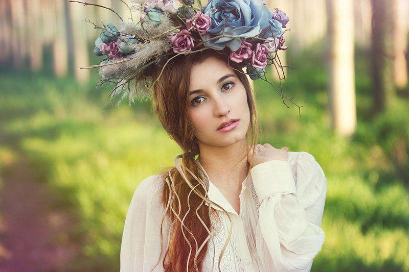 Fashion, crown, flowers, natural light, spain, model, portrait,  Carlotaphoto preview