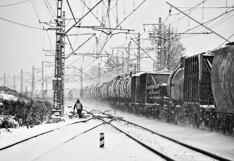 Железная дорога, Зима, Человек Провожая поезда...photo preview