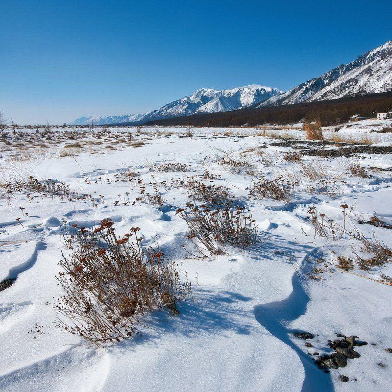 Байкал, Заворотная, зима, снег, горы, посёлок. Дневные пейзажи бухты Заворотной.photo preview