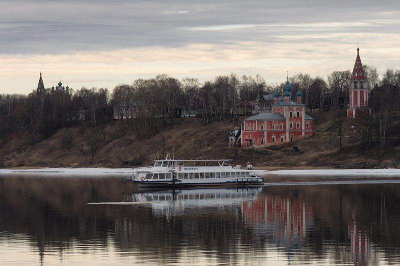 город тутаев, река волга, переправа, храмы, пароход, берег, весна Берегаphoto preview