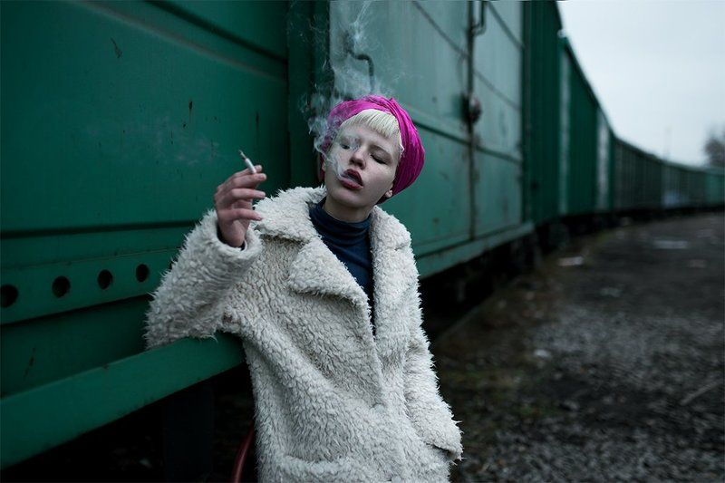 girl, smoke, color, green, sony alpha, a900, colorful, sigma, 35mm,девушка, портрет, Smokingphoto preview