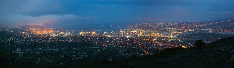 Город у моряphoto preview