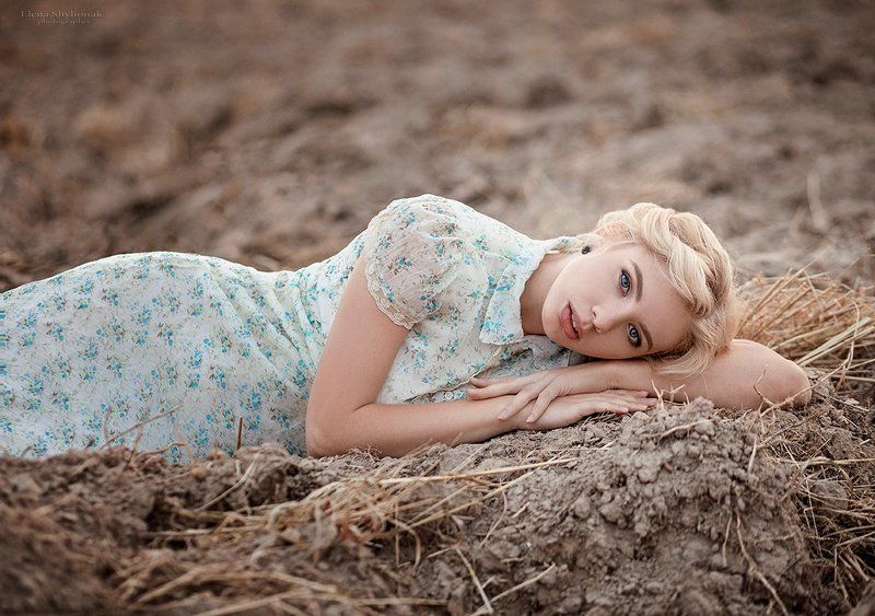 девушка, поле, пашня, винтаж, ретро, блондинка, поррет, осень ***photo preview