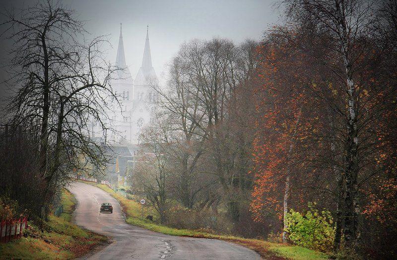 костел, дорога, автомобиль, деревья Костел Божьего Провиденияphoto preview