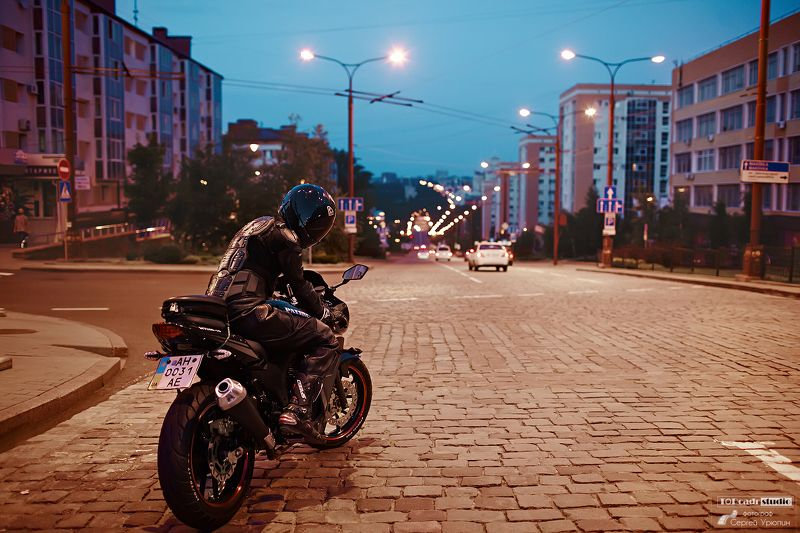 Байкер, Город, Ночь, Портрет По дороге в ночьphoto preview