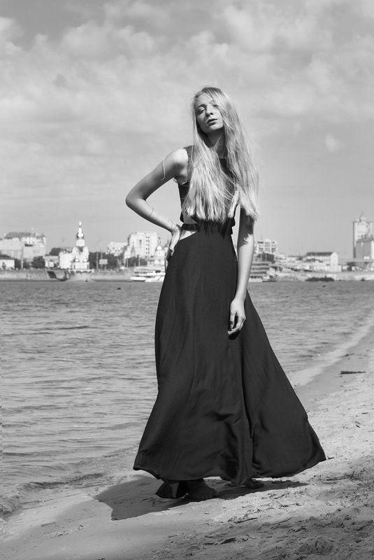 девушка, чб, черно-белый, платье, пляж BWphoto preview