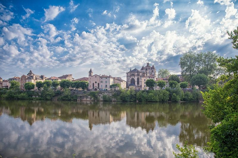 Cahor, France, village, river,  Cahorphoto preview
