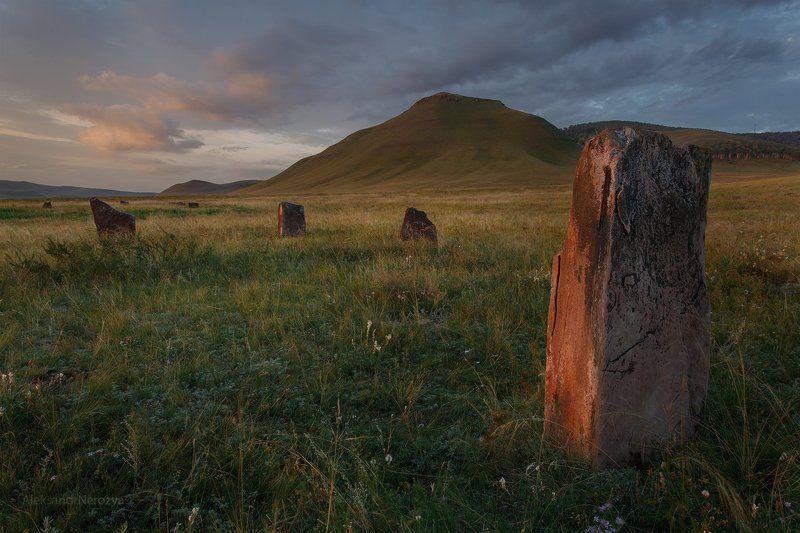 хакасия, абакан, боград, менгиры, степь, рассвет, лето, курган, камень, петрогрифы, красивый, красный, свет Менгирыphoto preview