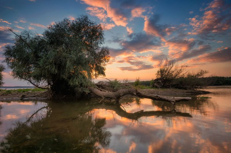 Закат на рекеphoto preview
