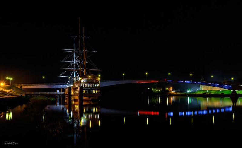 ночь,город,Псков,Новгород Великий,корабль,Кремль Ночные городаphoto preview