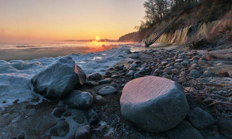 море, зима, побережье, Балтийское море, камни, рассвет, утро, январь Рождественское утроphoto preview