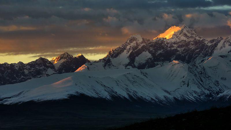 пейзаж, горы, киргизия Красный Воинphoto preview