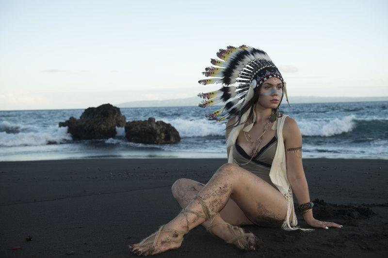 индеец, девушка, черный песок, побережье, закат, океан, море чёный песокphoto preview