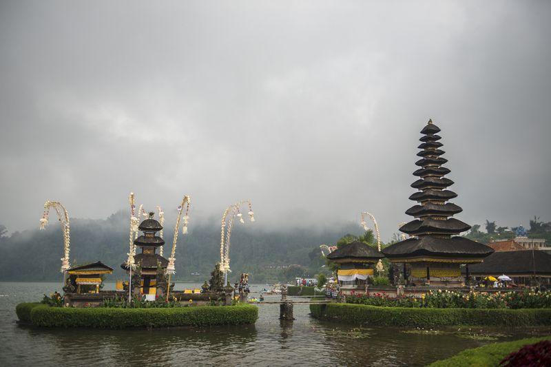 бали, озеро Братан, тропики, религия, деревянный Храм Улун Дануphoto preview