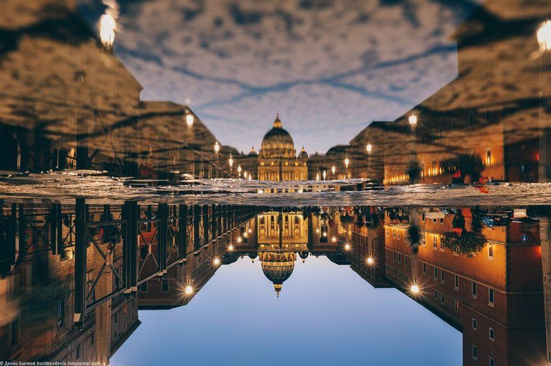италия, рим, ватикан Upside Downphoto preview