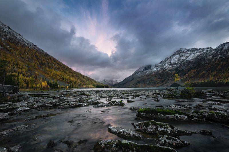 Алтай, Россия Среднее Мультинское озеро на закатеphoto preview