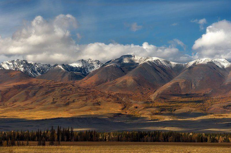 На плечи седовласых гор спустились облакаphoto preview