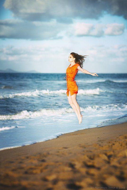 море, полет, девушка, левитация Полет над моремphoto preview
