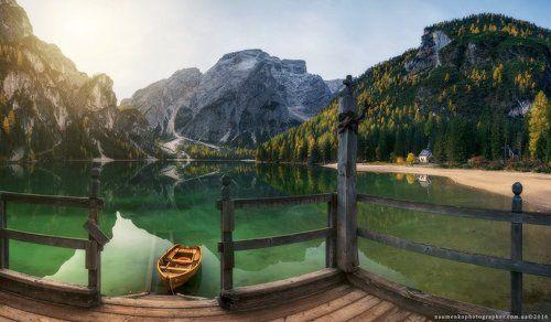 Италия. Доломиты. Осень на озере Braies