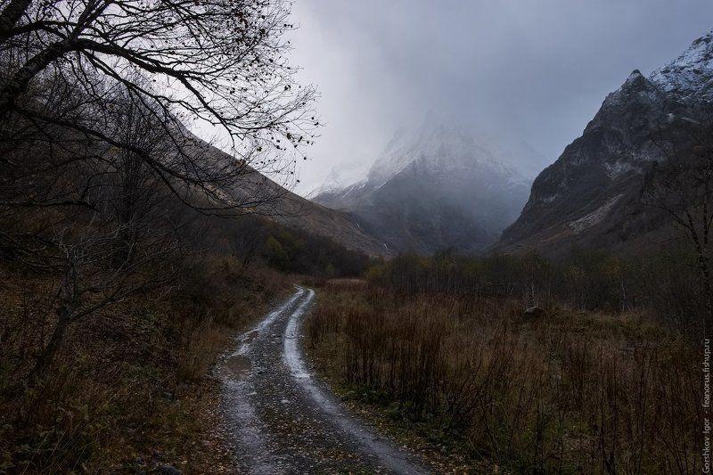 домбай, горы, кавказ,непогода, осень, пейзаж,тучи,снег,дождь,дорога,вершины,россия Ненастная погода в горахphoto preview