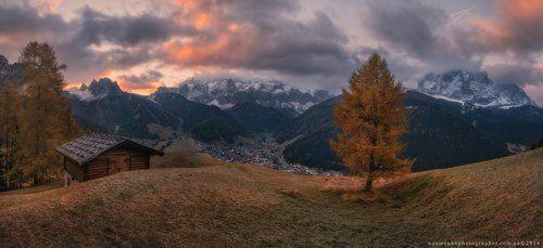 Италия. Доломиты. Утренняя панорама деревни Selva di Val Gardena