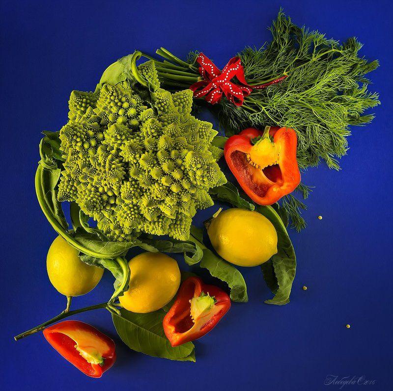 зелень, капуста, лимоны, натюрморт, овощи, перец С капустой романескоphoto preview