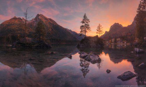 Германия. Бавария. Закат солнца на озере Hintersee