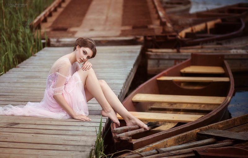 лодка, причал, деревянная пристань, розовое платье, лето, вода, река gentle storyphoto preview