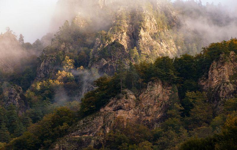 адыгея Осень и туман на скалахphoto preview